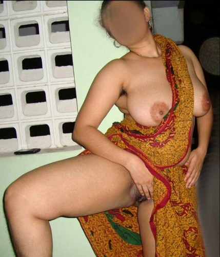 avk4q2b88gtg - Roma aunty having party in night with young boys