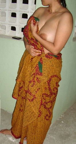cv3ewzzv8jas - Roma aunty having party in night with young boys