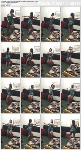 شرموطة جامعية ترقص بلباس عاري