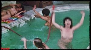 Felicity Dean,Sally Sagoe  in Steaming (1985) 99uglehe0egw