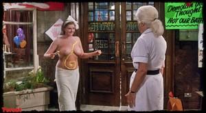 Felicity Dean,Sally Sagoe  in Steaming (1985) H26u7itzn86l