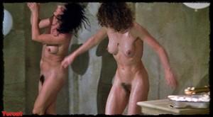 Felicity Dean,Sally Sagoe  in Steaming (1985) Ji5dxsy0orrp
