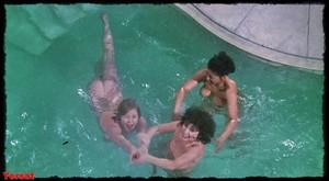 Felicity Dean,Sally Sagoe  in Steaming (1985) Uolvgo33q0tx