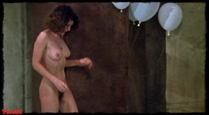 Felicity Dean,Sally Sagoe  in Steaming (1985) Xkiog0jpf2n7