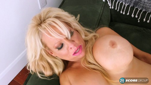 Squirting Granny video