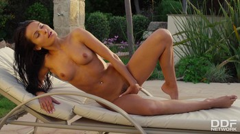 Lexi Dona – Hot, Horny, and Wet : Solo Babe's Outdoor Finger Fuck