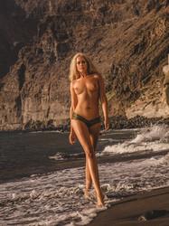 Sarah knappik nackt in playboy