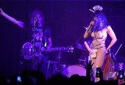 Miley-Cyrus-topless-on-stage-06o5h7qcjm.jpg