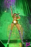 Miley-Cyrus-topless-on-stage-j6o5h7s360.jpg